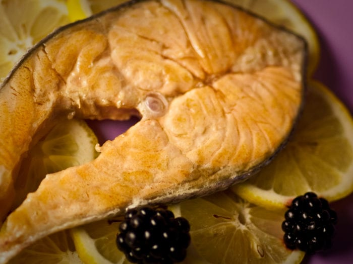 Ricetta Salmone alle More e Cipolle Rosse - Ricette Online di Mario Betto, Cuoco di Venezia